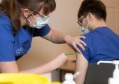 COVID-19 vaktsineerimine: teine vaktsiinidoos on tervishoiutöötajatele tagatud