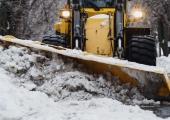 Väike-Õismäe kortermajade hoovides alustatakse lume väljavedu
