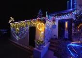 Haabersti kauneima koduhoovi panid särama ise valmistatud jõulukaunistused