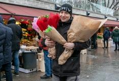 LILLELINE GALERII! Mupo: Viru tänaval pääseb autoga lillekioskite ligi