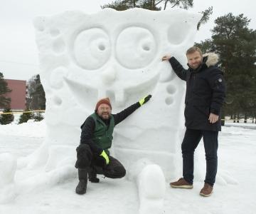 VIDEO JA FOTOD! Männi parki kerkis lõbus multifilmitegelastega lumelinn