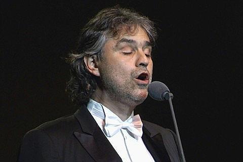 Eralennukiga saabuv pime muusik Bocelli nõuab hotellituppa peeglit, kitarri ja jääkuubikuid