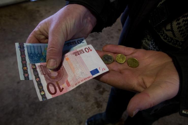 TABEL: Vaata, millise töö eest saab Eestis kõige enam ja vähem palka