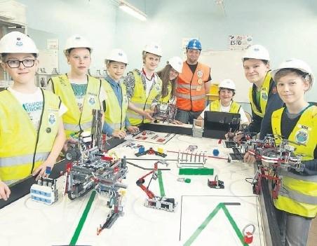 Tallinna noored robotiässad võtavad mõõtu maailma parimatega