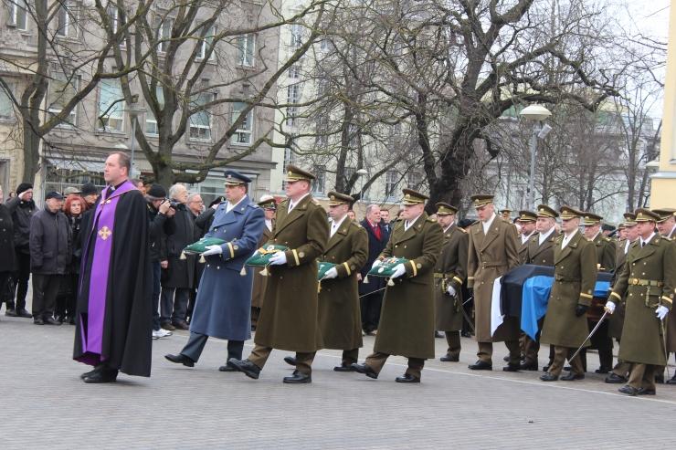 FOTOD: Kindral Einseln saadeti viimsele teekonnale