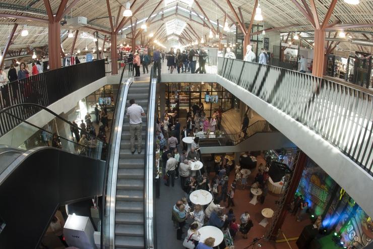ÄGEDAD FOTOD ja VIDEO! Taasavatud Balti jaama turg meelitab toidutänavaga