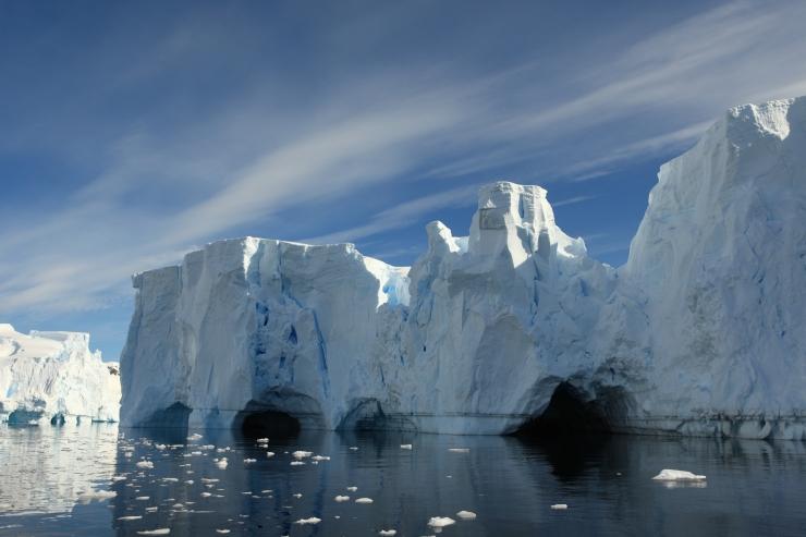 Teadlased: Antarktisest võib peagi murduda lahti hiiglaslik jäämägi