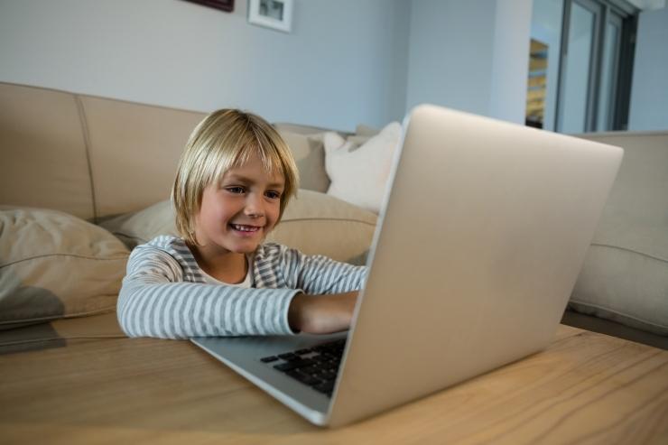 Iga üheksas laps on internetis suhelnud võõra täiskasvanuga