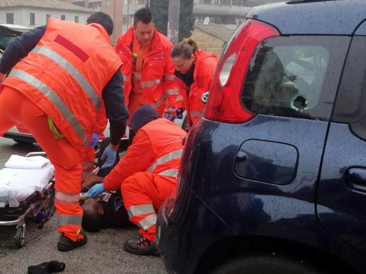 Autost tulistatud kuulid haavasid Itaalias kuut välismaalast
