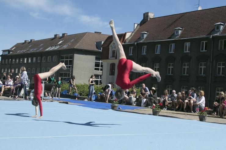 FOTOD! Sportakrobaatika meistrivõistluste finaal-esinemisel nägi kaelamurdvaid trikke