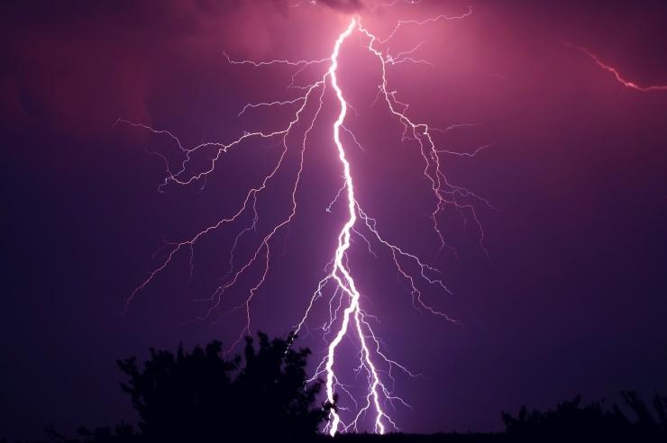 Elektrilevi annab nõu: kuidas äikesest kahjudeta pääseda?