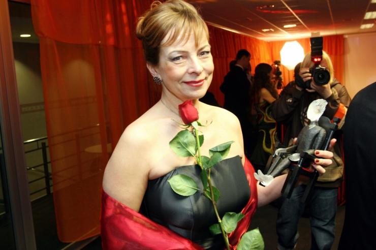 Liina Reimani mälestussõrmus rändas Ita Everilt Ülle Kaljustele