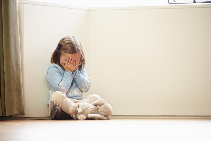 Lastepsühhiaater: 3-aastane tüdruk tahtis end tappa, et pääseda isa seksuaalsest ahistamisest