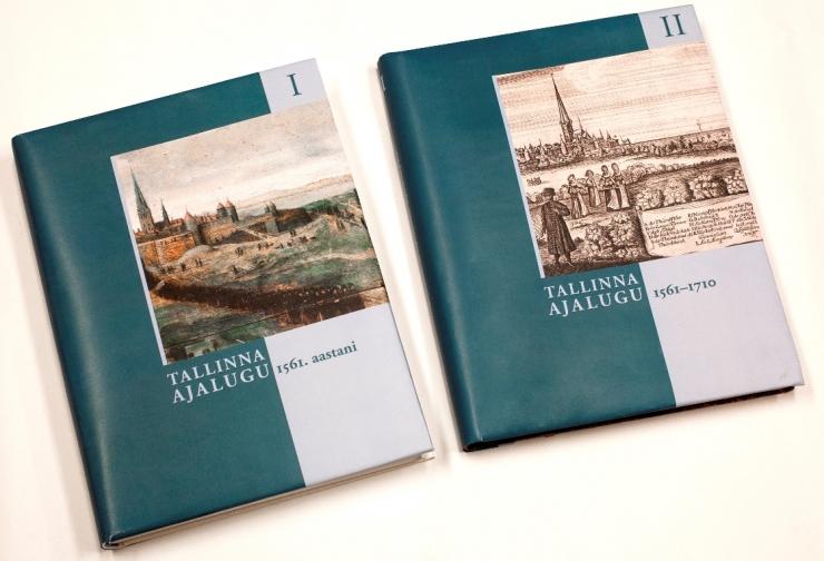GALERII: Neljaosalisest Tallinna ajaloost sai kaante vahele kaks raamatut