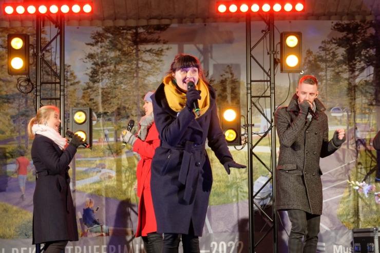 GALERII! Mustamäel laulis Eesti Vabariigi sünnipäeva auks Estonian Voices