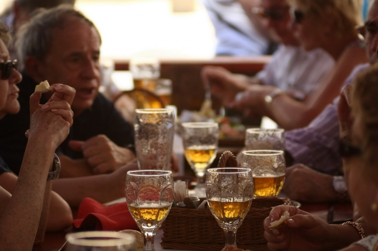 Poodide praegust alkoholimüügi piirangut laiendatakse ka toitlustus- ja majutusasutustele
