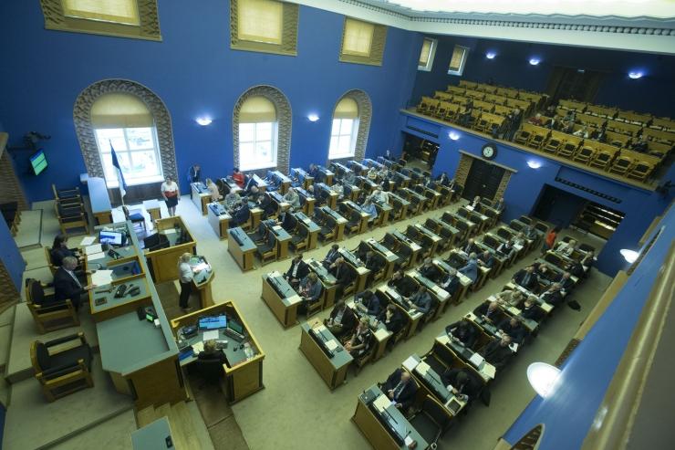 Riigikogu hakkab arutama töötushüvitise saajate ringi laiendamist
