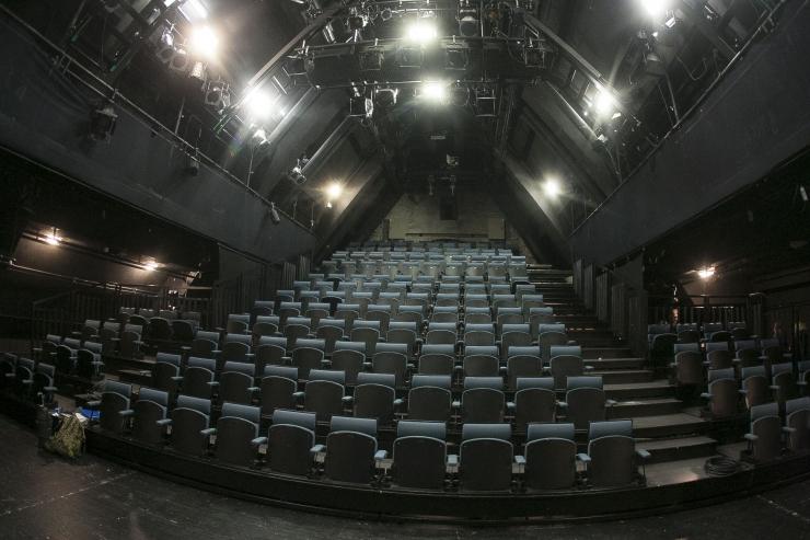 """Linnateater toob publikuni digitaalse monodraama """"Inimese hääl"""""""
