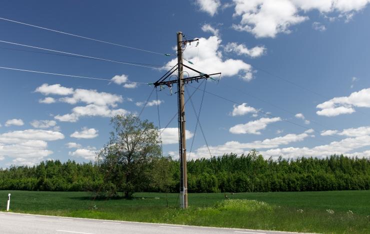 Elektrilevi on tormi käigus voolu taastanud kümnetel tuhandetel klientidel