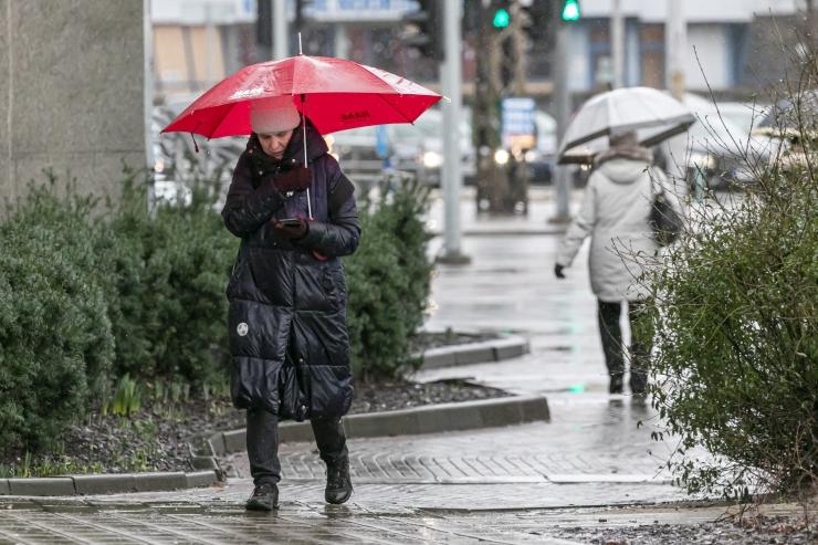 Esmaspäeval võib veidi sadada ja äikest olla