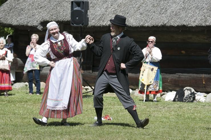 Eesti Vabaõhumuuseum kutsub vikatiga niitmise päevale