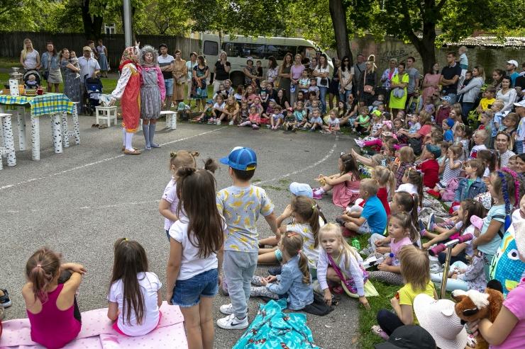 Lapsed saavad taaskord nautida Tallinna Kesklinnas suveteatrit