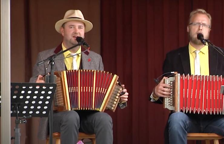 VIDEO: Kogukond on Kullese tänava aiakontsertid omaks võtnud