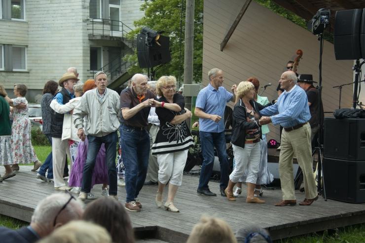 FOTOD: Kristiine kaheksas Löwenruh` muusikasuvi lõppes rõõmsa tantsumuusikaga