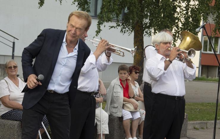 GALERII! Taasiseseisvumispäeva tähistamine algas vabaõhukontserdist Lasnamäel