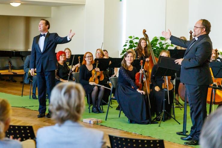 Galerii: sümfooniaorkester tänas rektor Tiit Landi kontserdiga