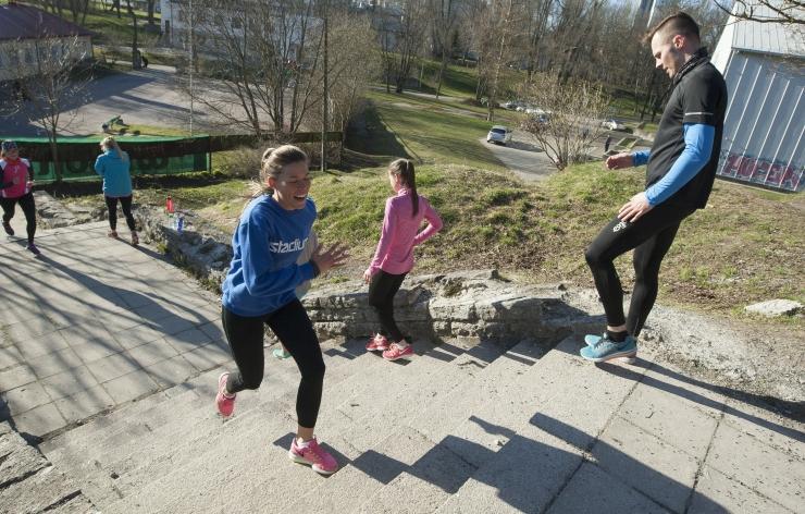 Elva gümnaasium muutis esimesena Eestis sporditunnid kohustuslikuks