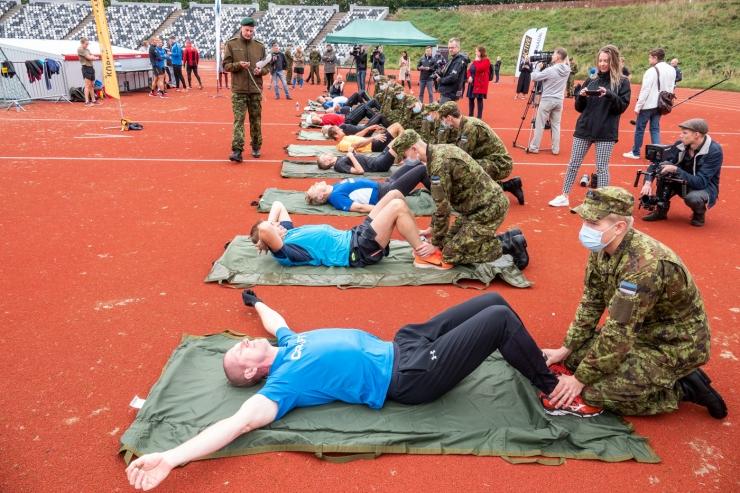 PILDID JA VIDEO! Tuntud eestlased näitasid NATO testil kehalist võimekust