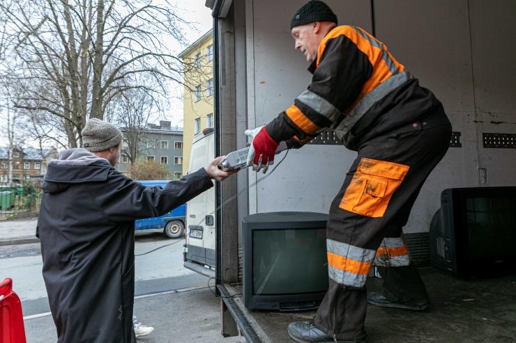 GALERII! Põhja-Tallinnas toimub ohtlike jäätmete kogumisreid