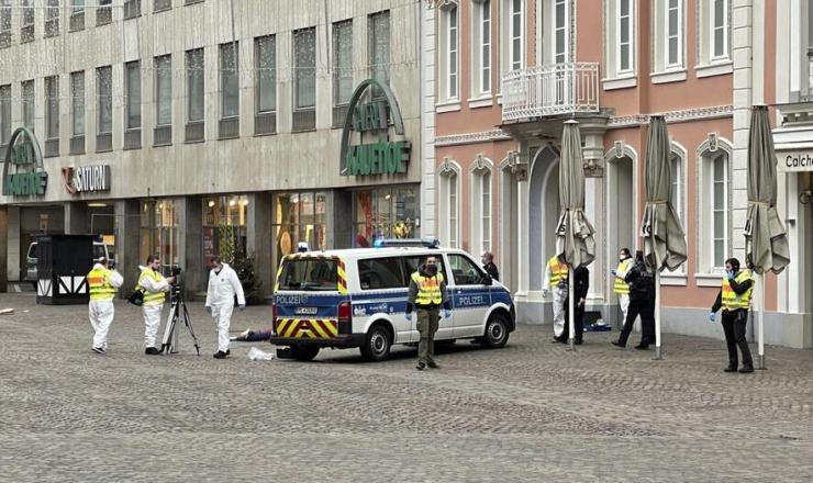 Saksamaal sõitis auto jalakäijate sekka, hukkus kaks inimest