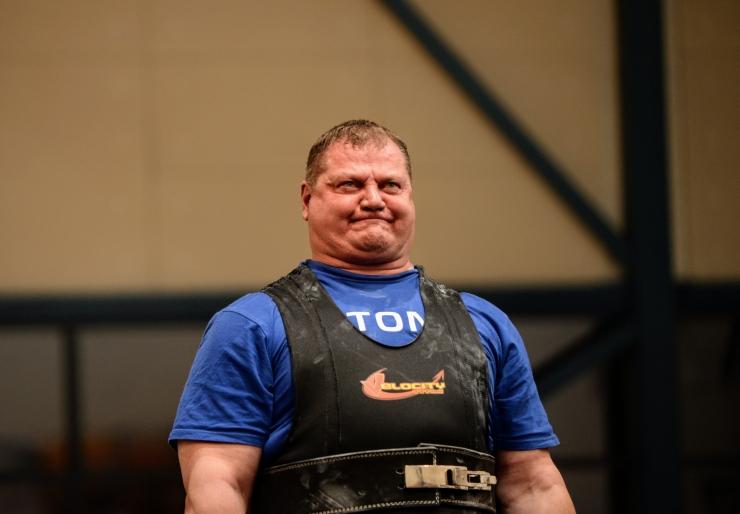 VIDEO! Vaata, kuidas Kaido Leesmann rinnalt 325 kilo surub