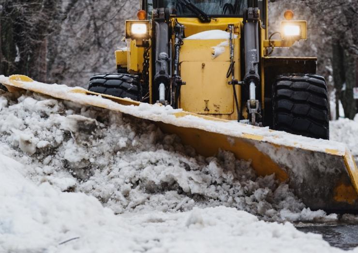 VIDEO: Kristiines käib intensiivne lumekoristamine