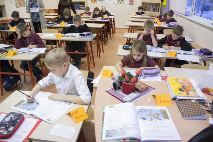 VIDEO! Rida Tallinna koole saab ruumikitsikuse leevendamiseks moodulmajad