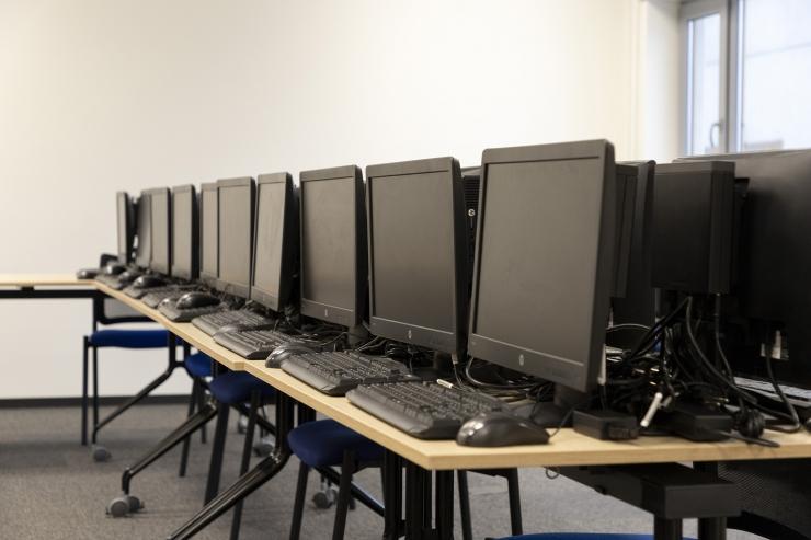 Maxima annetas lasterikastele peredele 20 täiskomplektset lauaarvutit