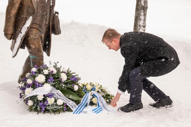 VIDEO JA FOTOD! Tiit Terik osales Tartu rahu aastapäeva mälestushetkel Poska ausamba juures