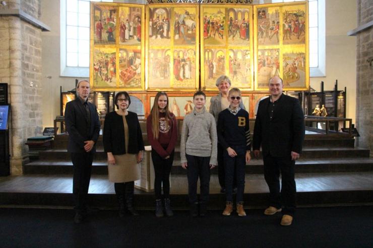Niguliste muuseumis anti üle annetus erivajadustega Tallinna Heleni Kooli lastele