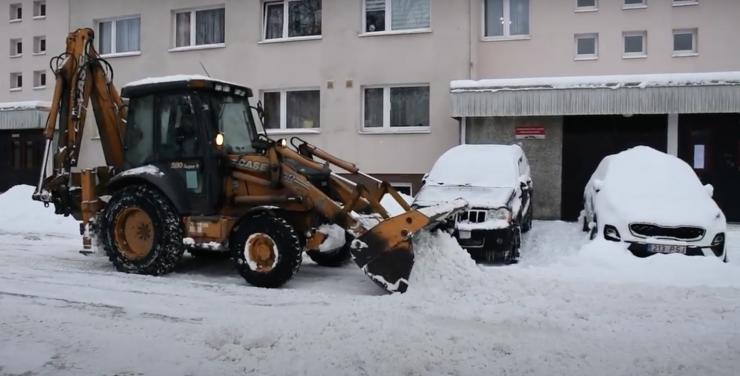 VIDEO: Kristiine tänavatel ja hoovides toimub aktiivne lumekoristamine