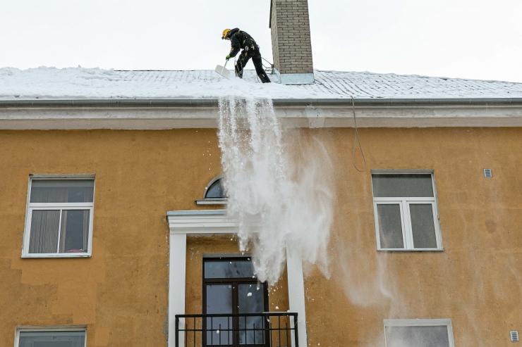 Analüüs: enamus lumega seotud õnnetustest juhtub lamekatustel