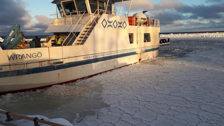 Keerulised jääolud katkestasid praamiühenduse Prangliga