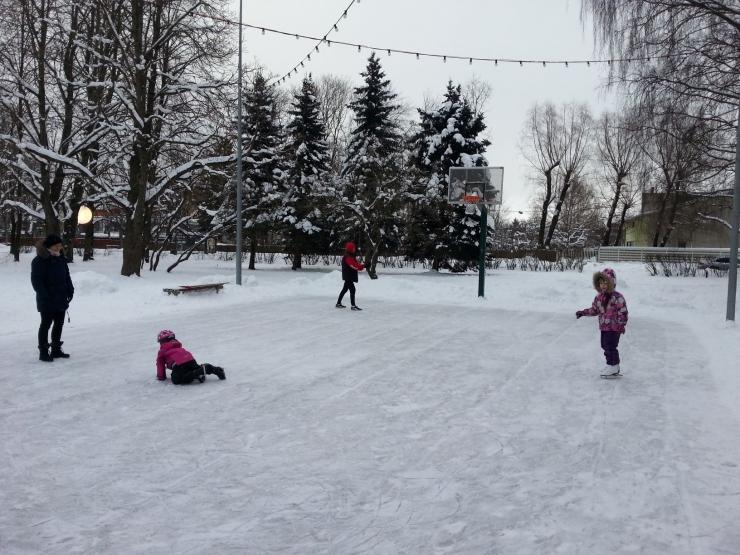 FOTOD: Kristiines avatud kolm tasuta uisuplatsi kutsuvad talvist rõõmu nautima