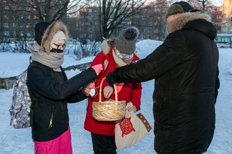 Põhja-Tallinna lastele jagati täna üle 2000 helkuri