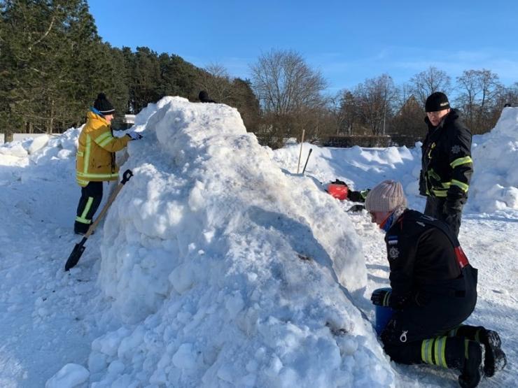 Piritale rajatakse lumelinna