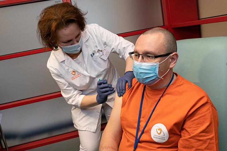 PEATAGE PANDEEMIA: Haiglad juba vaevlevad koroonat põdevate inimeste ülekülluse käes