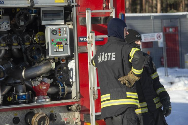 Tallinn muudab Päästeameti koostööprojekti raames abivajavate linlaste kodud tuleohutumaks