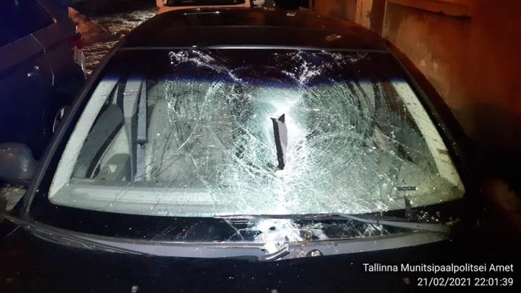Mupo:katuselt kukkunud jääkamakad lõhkusidkaheksa autot