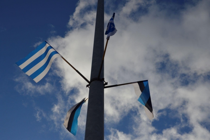 Kristiine Tondi tänav ja Nõmme tee on sünnipäeva eel kaunistatud lippudega